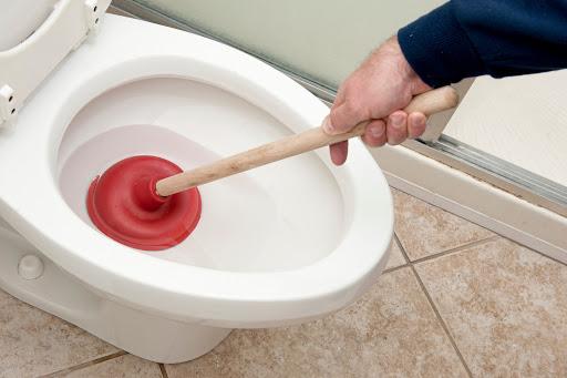 Comment déboucher un WC Soi-même ?