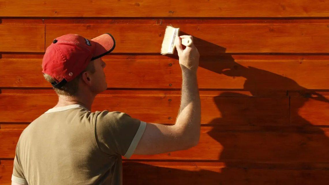 Préparer le bois avant l'application de la peinture bois extérieur